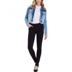 """Dżinsy """"Melinda"""" - Skinny fit - w kolorze czarnym. Czarne jeansy damskie Cross Jeans. W wyprzedaży za 136.95 zł."""