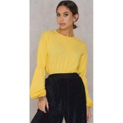 NA-KD Sweter z szerokim rękawem - Yellow. Żółte swetry damskie NA-KD, z okrągłym kołnierzem. W wyprzedaży za 70.67 zł.