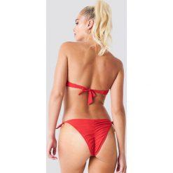 NA-KD Swimwear Dół bikini z marszczeniem - Red. Czerwone bikini damskie NA-KD Swimwear. Za 52.95 zł.