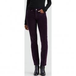"""Dżinsy """"312®"""" - Slim fit - w kolorze fioletowym. Fioletowe jeansy damskie Levi's. W wyprzedaży za 173.95 zł."""