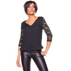 """Koszulka """"Carla"""" w kolorze czarnym. T-shirty damskie La Belle Française, w koronkowe wzory, z koronki. W wyprzedaży za 130.95 zł."""