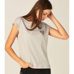 Koszulka z nadrukiem - Jasny szar. Szare bluzki damskie Mohito, z nadrukiem. Za 59.99 zł.
