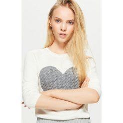Sweter z sercem - Biały. Swetry damskie marki bonprix. W wyprzedaży za 39.99 zł.