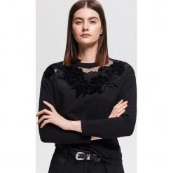 Bluza z aplikacją - Czarny. Czarne bluzy damskie Reserved, z aplikacjami. Za 89.99 zł.