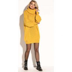 Żółta Swetrowa  Ciepła Sukienka  z Wysokim Golfem. Żółte sukienki damskie Molly.pl, na jesień, ze splotem, klasyczne, z golfem, z krótkim rękawem. Za 149.90 zł.
