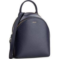 Torebka DKNY - Bryant Park R2116050  Navy 400. Niebieskie torebki do ręki damskie DKNY, ze skóry. W wyprzedaży za 579.00 zł.