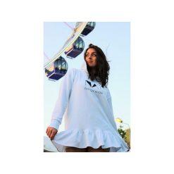 Bluza dresowa biała z kapturem i falbanką. Białe bluzy damskie Nat fashion room, z nadrukiem, z bawełny. Za 330.00 zł.