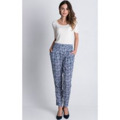 Luźne spodnie we wzory BIALCON. Białe spodnie materiałowe damskie BIALCON, w geometryczne wzory. Za 199.00 zł.