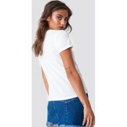 Rut&Circle T-shirt Bea - White. Białe t-shirty damskie Rut&Circle, z nadrukiem, z klasycznym kołnierzykiem. Za 80.95 zł.