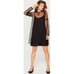 Tiulowa sukienka mini - Czarny. Czarne sukienki damskie Mohito, z tiulu. W wyprzedaży za 79.99 zł.