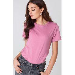 NA-KD Basic T-shirt basic - Pink. Różowe t-shirty damskie NA-KD Basic, z bawełny, z okrągłym kołnierzem. W wyprzedaży za 37.07 zł.