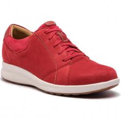 Półbuty CLARKS - Un Adorn Lace 261370254 Red Combi. Czerwone półbuty damskie Clarks, z nubiku. W wyprzedaży za 319.00 zł.