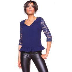 """Koszulka """"Carla"""" w kolorze granatowym. Bluzki damskie La Belle Française, w koronkowe wzory, z koronki. W wyprzedaży za 130.95 zł."""