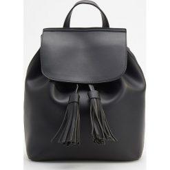Klasyczny plecak - Czarny. Plecaki damskie marki QUECHUA. W wyprzedaży za 79.99 zł.
