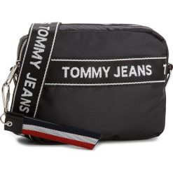 Torebka TOMMY JEANS - Logo Cam AU0AU00191 002. Czarne listonoszki damskie Tommy Jeans, z jeansu. W wyprzedaży za 279.00 zł.