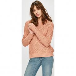 Vero Moda - Sweter. Różowe swetry damskie Vero Moda, z bawełny, z okrągłym kołnierzem. Za 129.90 zł.