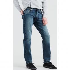 """Dżinsy """"501®"""" - Straight fit - w kolorze niebieskim. Niebieskie jeansy męskie Levi's. W wyprzedaży za 217.95 zł."""