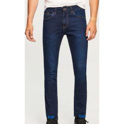 Jeansy slim fit - Niebieski. Niebieskie jeansy męskie Reserved. Za 89.99 zł.
