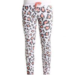 Juvia LEOPARD JOGGER Spodnie treningowe neon peach. Spodnie sportowe damskie Juvia, z bawełny. Za 579.00 zł.
