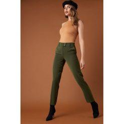 NA-KD Trend Spodnie garniturowe z guzikami - Green. Zielone spodnie materiałowe damskie NA-KD Trend. Za 161.95 zł.