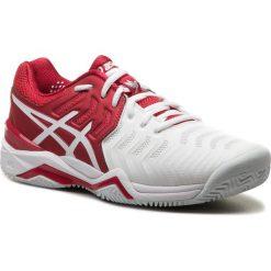 Buty ASICS - Gel-Resolution Novak Clay E806N  Classic Red/White/Silver. Białe buty sportowe męskie Asics, z materiału. W wyprzedaży za 419.00 zł.