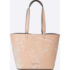 Calvin Klein - Torebka Inside Out Med Shopper Splash. Szare torby na ramię damskie Calvin Klein. W wyprzedaży za 479.90 zł.