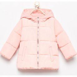 Ocieplana kurtka z kapturem - Różowy. Czerwone kurtki i płaszcze dla dziewczynek Reserved. Za 89.99 zł.