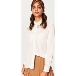Koszula z ozdobnymi detalami - Biały. Koszule damskie marki SOLOGNAC. W wyprzedaży za 39.99 zł.