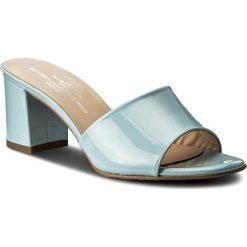 Klapki BRENDA ZARO - T2561A Celeste. Niebieskie klapki damskie Brenda Zaro, z lakierowanej skóry. W wyprzedaży za 229.00 zł.
