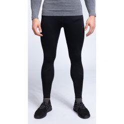 Getry treningowe męskie SPMF001 - głęboka czerń. Czarne legginsy sportowe męskie 4f, z materiału. W wyprzedaży za 149.99 zł.