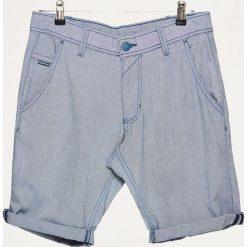 Szorty z podwiniętą nogawką - Niebieski. Niebieskie szorty męskie Cropp. W wyprzedaży za 39.99 zł.