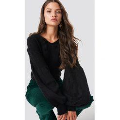 Trendyol Sweter z bufiastym rękawem - Black. Czarne swetry damskie Trendyol, z materiału, dekolt w kształcie v. Za 80.95 zł.