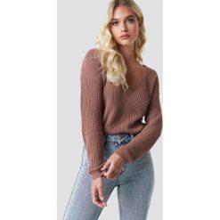 NA-KD Sweter z głębokim dekoltem V - Pink. Różowe swetry damskie NA-KD, dekolt w kształcie v. Za 121.95 zł.