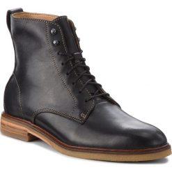 Kozaki CLARKS - Clarkdale Rich 261362657 Black Leather. Czarne kozaki męskie Clarks, z materiału, klasyczne. W wyprzedaży za 469.00 zł.