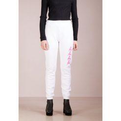 Agolde TRACK PANT Spodnie treningowe white. Spodnie dresowe damskie Agolde, z bawełny. Za 959.00 zł.