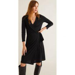Mango - Sukienka Crossed. Szare sukienki damskie Mango, z dzianiny, casualowe, z długim rękawem. Za 89.90 zł.