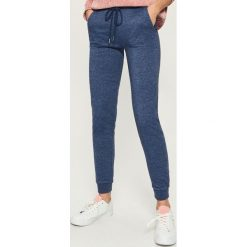 Spodnie dresowe - Niebieski. Niebieskie spodnie dresowe damskie Sinsay, z dresówki. Za 39.99 zł.