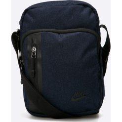 Nike Sportswear - Saszetka. Czarne saszetki męskie Nike Sportswear, z materiału, casualowe. W wyprzedaży za 79.90 zł.