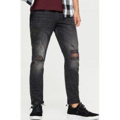 Jeansy COMFORT - Czarny. Czarne jeansy męskie Cropp. W wyprzedaży za 59.99 zł.