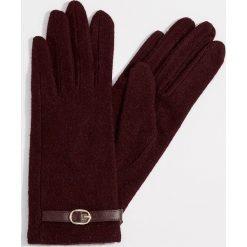 Rękawiczki z wełną - Bordowy. Czerwone rękawiczki damskie Mohito, z wełny. Za 39.99 zł.