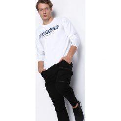 Biała Koszulka Weekend Vibes. Białe bluzki z długim rękawem męskie Born2be. Za 39.99 zł.