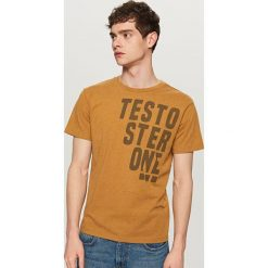 T-shirt z nadrukiem - Brązowy. T-shirty męskie marki Giacomo Conti. W wyprzedaży za 29.99 zł.