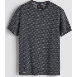 T-shirt z mikrowzorem - Szary. Szare t-shirty męskie Reserved. Za 39.99 zł.