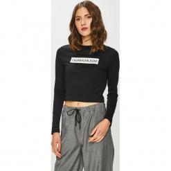 Calvin Klein Jeans - Bluzka. Szare bluzki damskie Calvin Klein Jeans, z aplikacjami, z bawełny, z okrągłym kołnierzem. Za 229.90 zł.