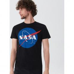 T-shirt NASA - Czarny. Czarne t-shirty męskie House. Za 49.99 zł.