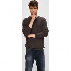 Produkt by Jack & Jones - Sweter. Czarne swetry przez głowę męskie PRODUKT by Jack & Jones, z bawełny, z okrągłym kołnierzem. W wyprzedaży za 79.90 zł.