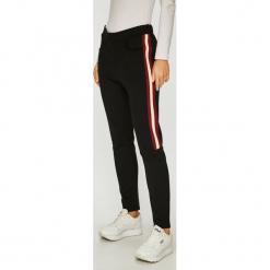 G-Star Raw - Spodnie. Szare spodnie materiałowe damskie G-Star Raw, z bawełny. Za 459.90 zł.