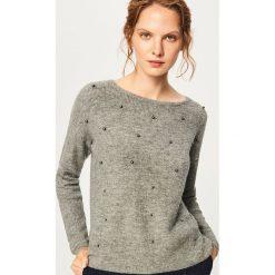 Sweter z perełkami - Szary. Szare swetry damskie Reserved. Za 79.99 zł.