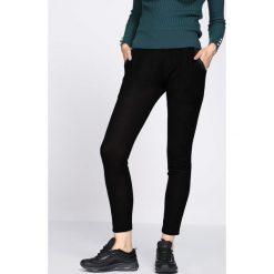 Czarne Spodnie Dresowe Tranquility. Czarne spodnie dresowe damskie Born2be, z dresówki. Za 24.99 zł.