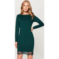 Sukienka z koronką - Khaki. Brązowe sukienki damskie Mohito, w koronkowe wzory, z koronki. W wyprzedaży za 49.99 zł.